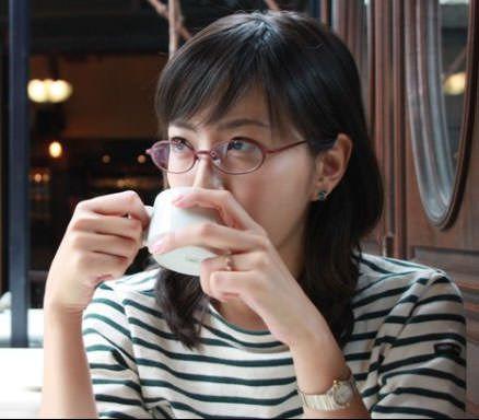 矢島悠子のメガネ姿画像